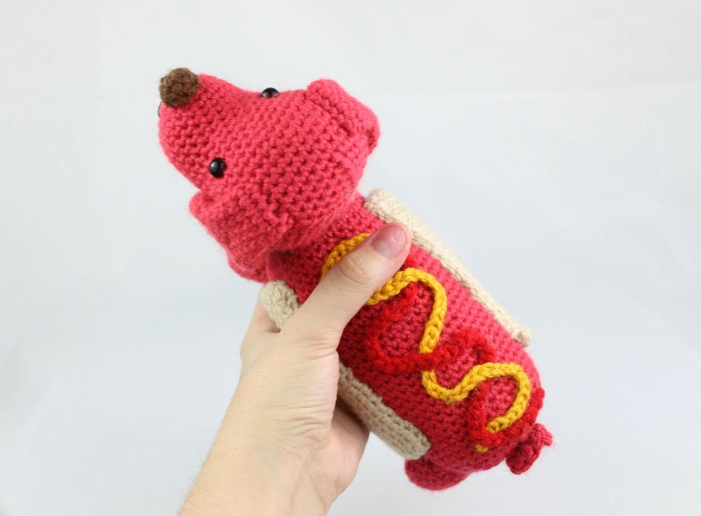 Hot Dog Amigurumi - Free Crochet Patterns - StringyDingDing
