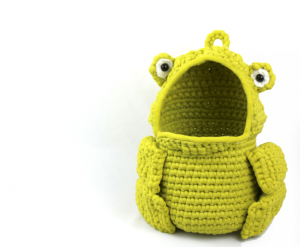 free amigurumi crochet patterns frog hanging basket funny decoration