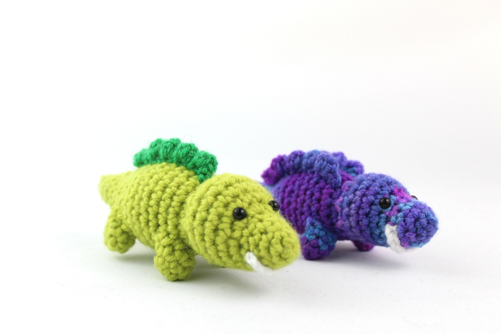 Free amigurumi pattern scrap yarn reptile dinosaur alligator lizard