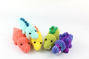 Free amigurumi pattern scrap yarn reptile dinosaur alligator lizard