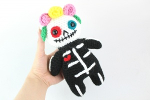 free amigurumi pattern sugar skull fall halloween day of the dead