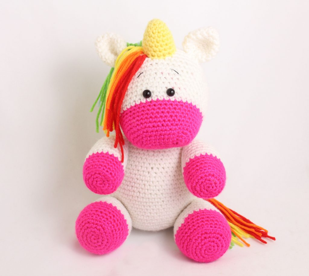 25+ Unicorn Crochet Patterns {Magical crochet toys to make you ... | 915x1024