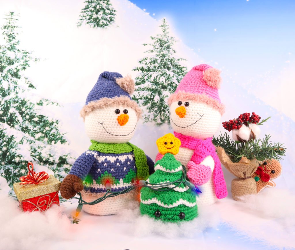 Animgurumi snowman decorating christmas tree free pattern