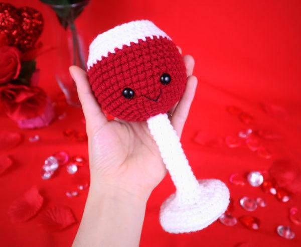 Free wine glass amigurumi crochet pattern
