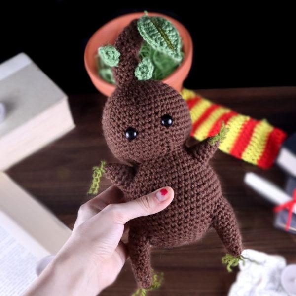 Free mandrake amigurumi crochet pattern
