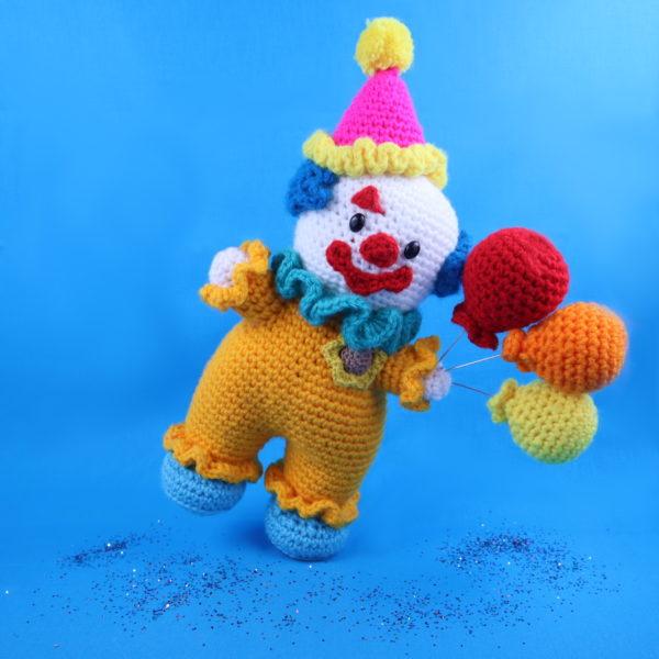 Free clown amigurumi crochet pattern doll