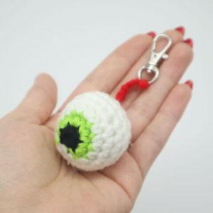 Free no-sew eyeball keychain amigurumi crochet pattern